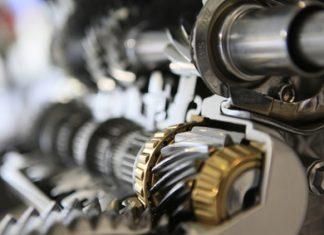 Szerszámgépek karbantartását végezzük.